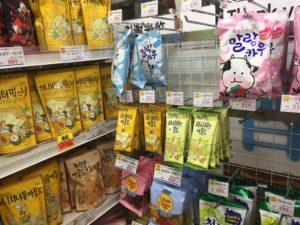 キムチランドハニーバターお菓子売り場