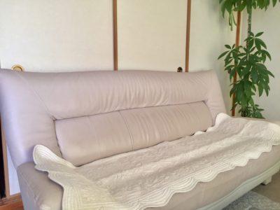 ソファにかけたカバー